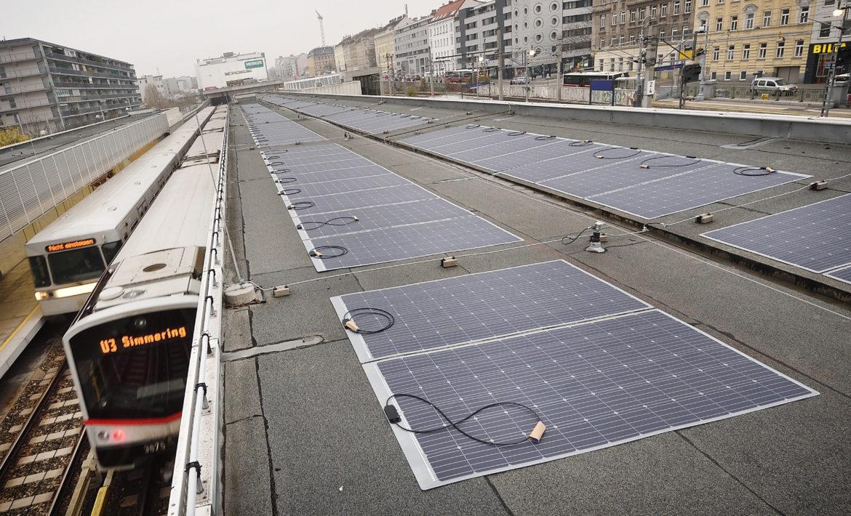 PV-Anlage neben Gleisen