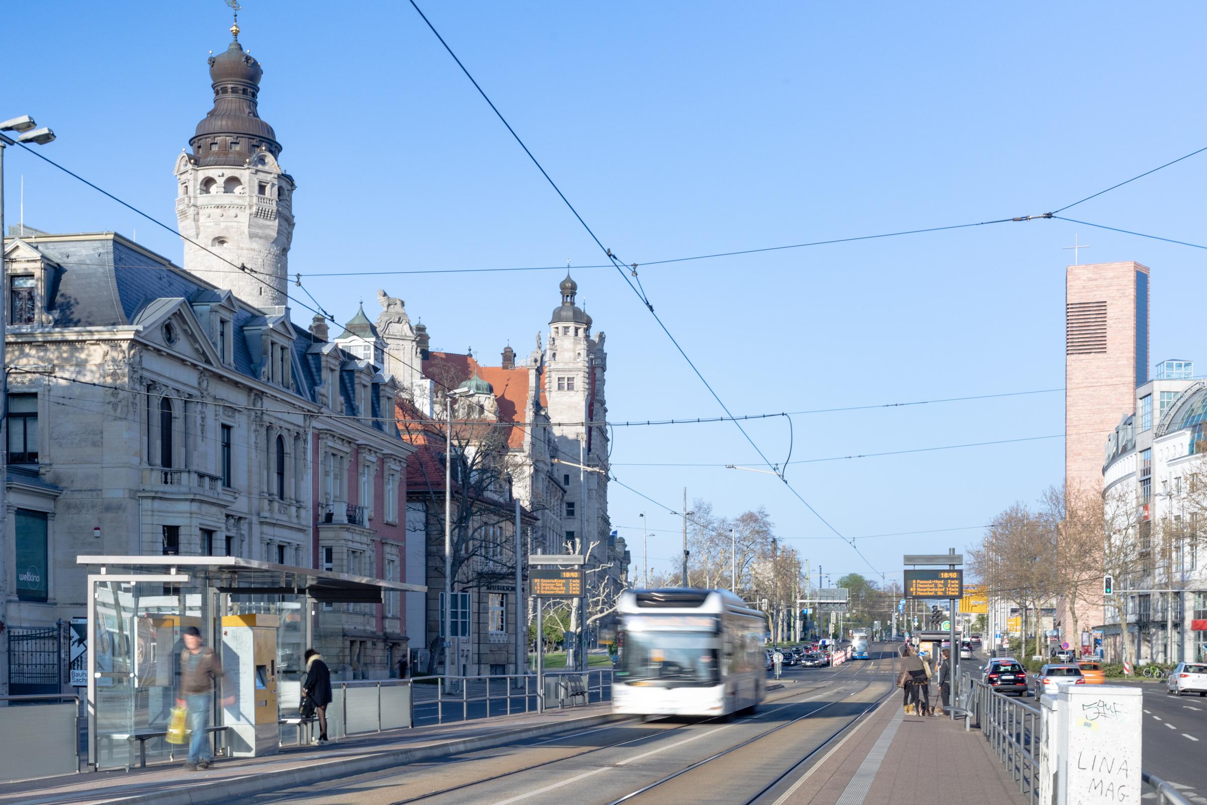 Foto von der Haltestelle am neuen Rathaus